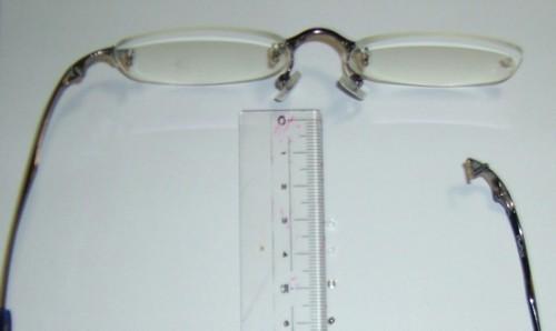 657f8af7eeb6be メガネ修理(2Pレンズ留め金具折れ) 補強材貼り付け修理いたします